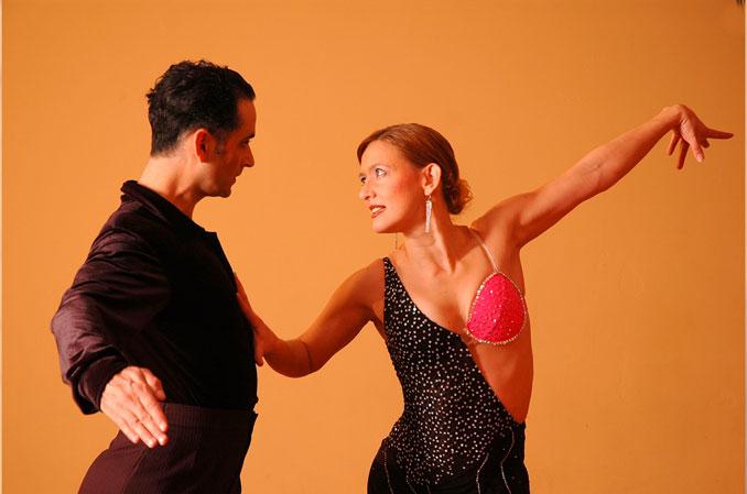 bailes latinos en Leganés masterclass gratuita de bachata y salsa