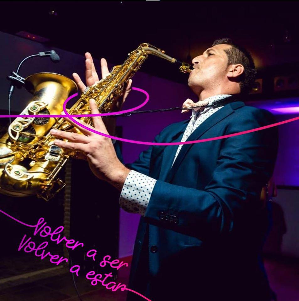 Música enSambil Outlet al ritmo del saxofón con Diego Garcia