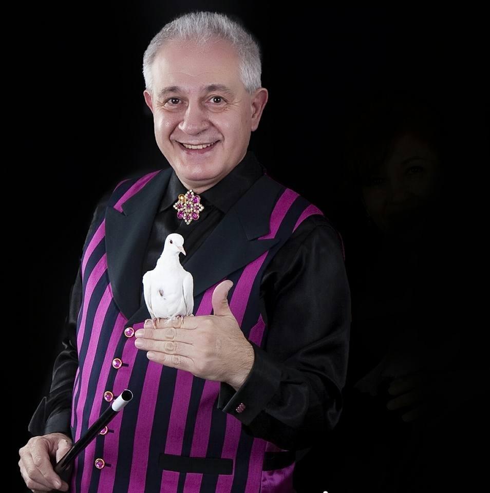 Dalvi mago cómico en La Cuchara Mágica